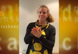 Överlämnande av underskrifter till FPA - Magdalena Kintopf-Huuhka